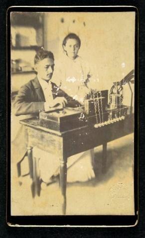 A. D. B. Cia  Arthur Diniz Barreto, telegrafista, e Maria Luiza Diniz Barreto Pesqueira, Pernambuco  Carte de visite