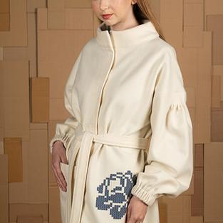 katre arula valge jakk sinise roosiga.jp