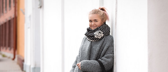 LISANNA Black & White Small Circles Loop Scarf