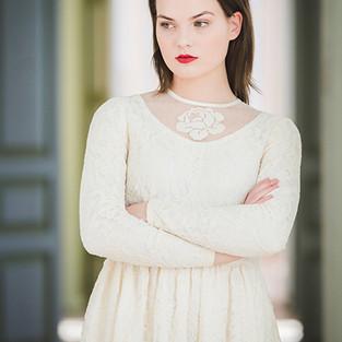 valge roosiga katre arula kleit.JPG