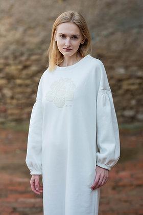 Katré white dress with a white rose
