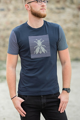 Men's dark blue T-shirt with a reflective fly pattern