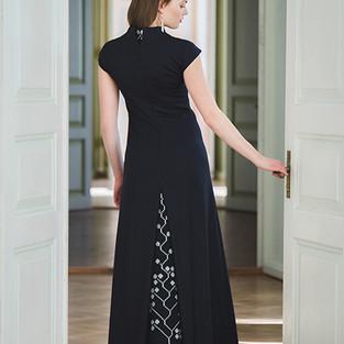 lõhikuga must kleit katre arula.JPG