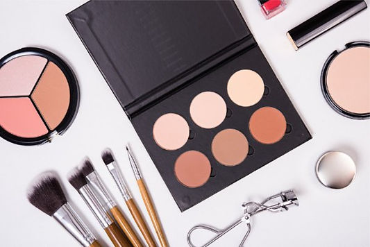 Build-Your-Own-Makeup-Kit-for-Beginners_