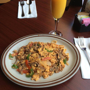 Simple machaca con huevo and a mimosa