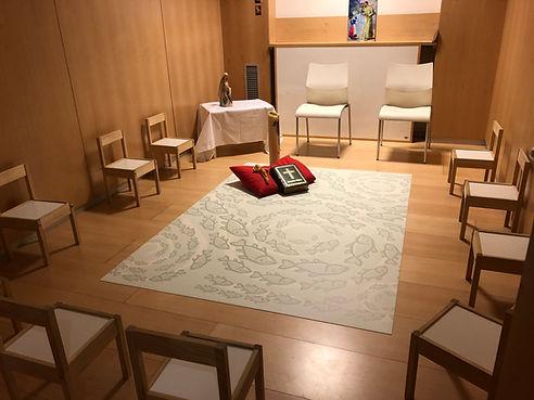 Oratorio con alfombra de peces.jpg