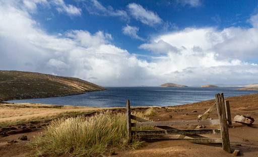 Gate remnant, New Island