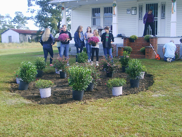 Students volunteer at GHW Center Work Day