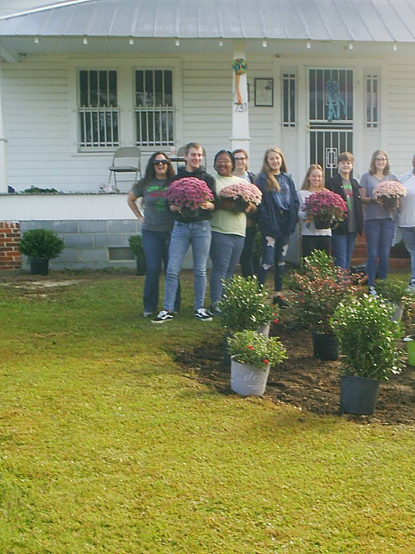 Volunteers at the GHW Center Work Day, October 26, 2019