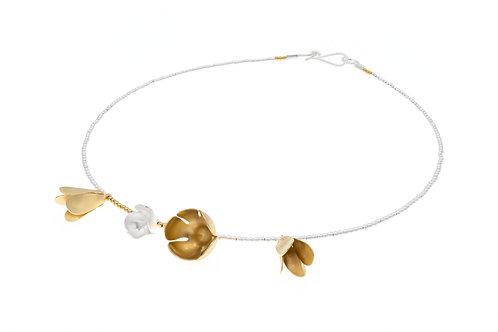 Deco Echo Flower Collar Necklace