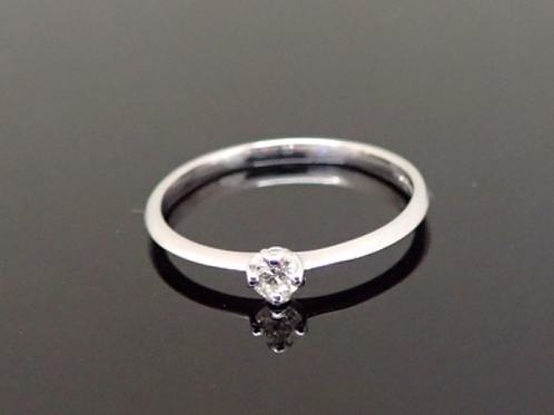 Diamond Solitaire Ring - 18ct White Gold.