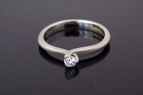 Single stone Diamond ring -18ct white gold