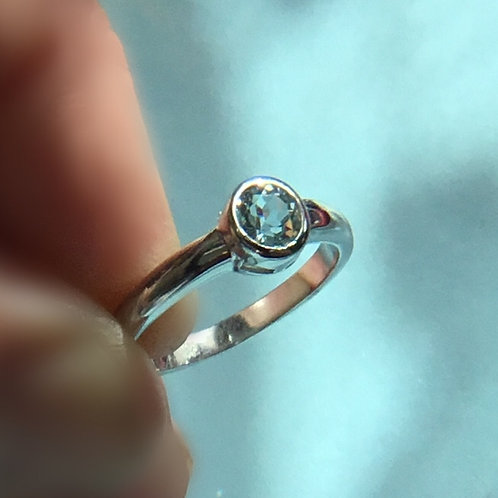 Topaz Rub Over Ring - Sterling silver