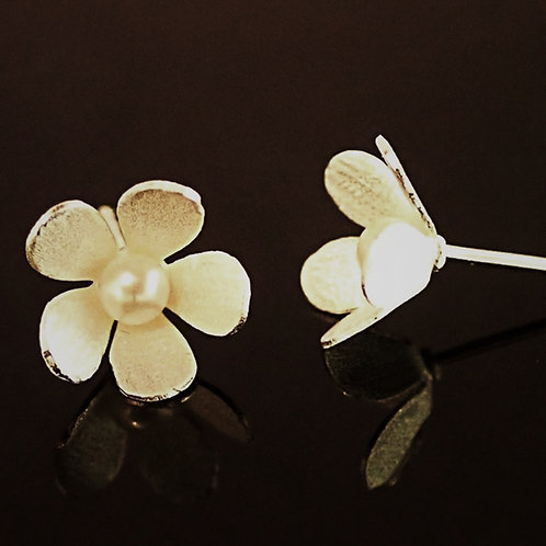 Daisy Stud Earring - Sterling Silver and Fresh Water Pearl
