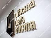 Logo a rilievo su legno multistrato