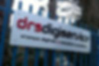tabella alluminio, argento spazzolato, alluminio argento, dibond, alluminio dibond, tabella dibond, insegna, cartellonistica, lettere in rilievo, tabella sagomata, insegna negozio, tabella negozio, lettere in plex, lettere in forex, sagoma lettere a rilievo, sagoma forex, sagoma plex, tabella personalizzata, stampa alluminmio, stampa diretta, stampa uv, stampa digitale, stampa grandeformato, cartellonistica in dibond, lettere luminiose, letterte ad intaglio, plexi, plexiglass, plex