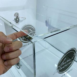 urna in plex trasparente con serratura