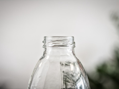Water and its (non)packaging