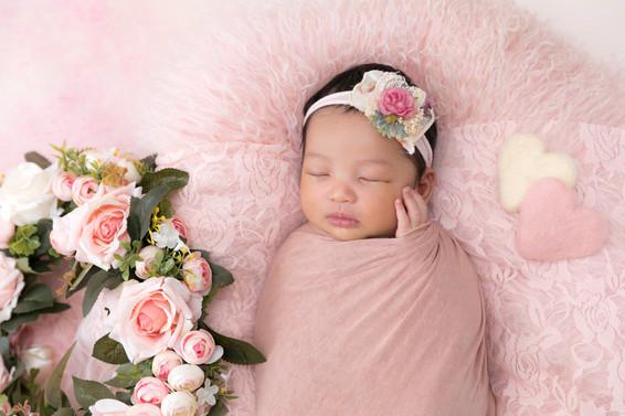 ピンククッションと花のリース