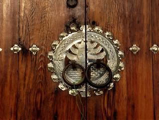 Двери корейского дома