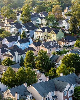 Vue aérienne des toits de maison en banl