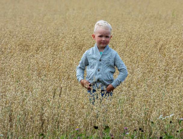 Loimovuori Photography, a boy in the mid