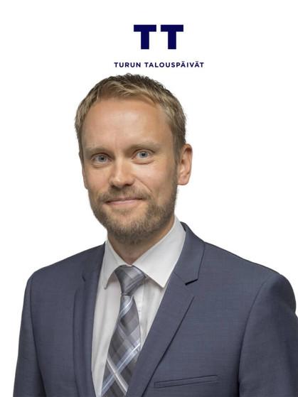 Mikko-Karvinen-1-1-1-1-1-1-1-768x960.jpg
