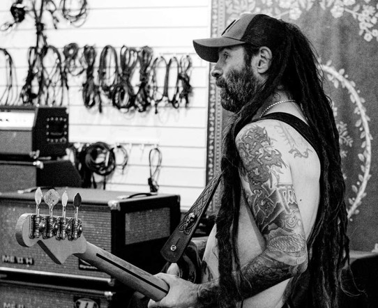 Loimovuori Photography, man and guitar.j