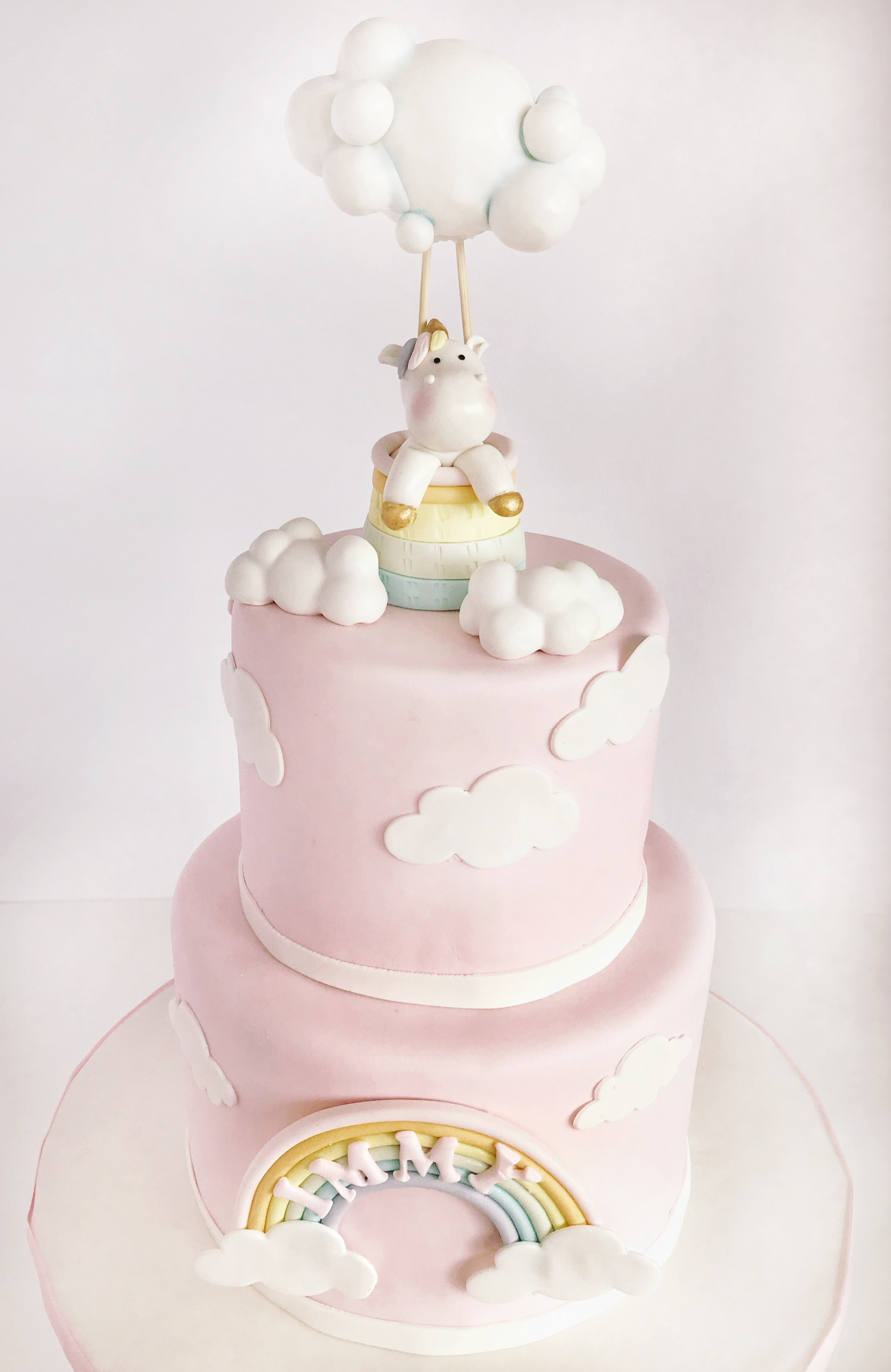 Unicorn clouds cake