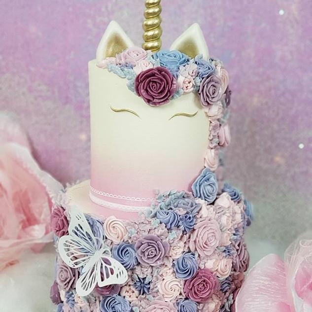 Dreamy unicorn vibes for lil Vivibear 🦄