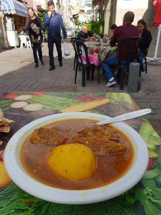 Jemenitsche Suppe im Carmelmarkt