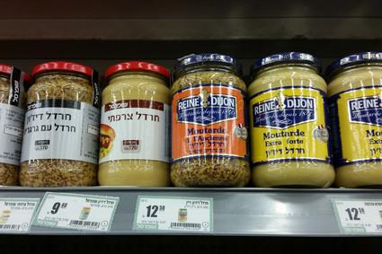 Das Senfregal im israelischen Supermarkt