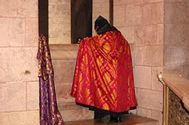 Israel Jerusalem Grabeskirche Ostern armenischer Priester
