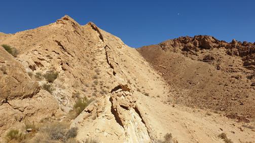 Kalksteinschichten am Südrand des Großen Kraters/Israel
