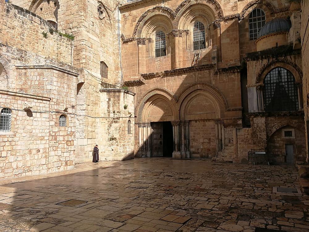Jerusalem, der Eingang in die Grabeskirche