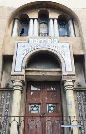 Die Fassade der Moshav Zekinim Synagoge auf der Allenbystraße