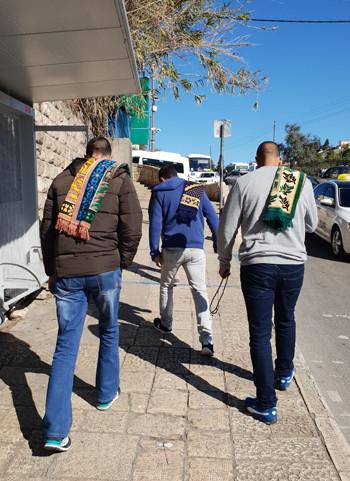 Junge Moslems auf dem Weg in die al-Aqsa Moschee