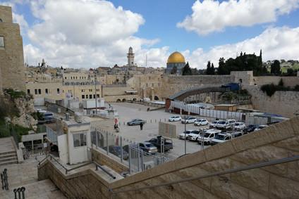 Jerusalem, die Klagemauer in unerreichbarer Ferne