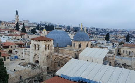 Blick auf die Dome der Grabeskirche. Unter dem größeren liegt das Jesusgrab
