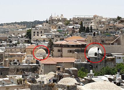Blick über die Jerusalemer Altstadt, rot markiert die Kuppeln der Mausoleen von Tunschuk und Barka Khan