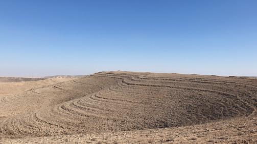 Frühgeschichtliche Steingräber auf den Kämmen des Ramonkraters/Israel