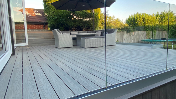 The advantages of a Glass Balustrade for garden decking