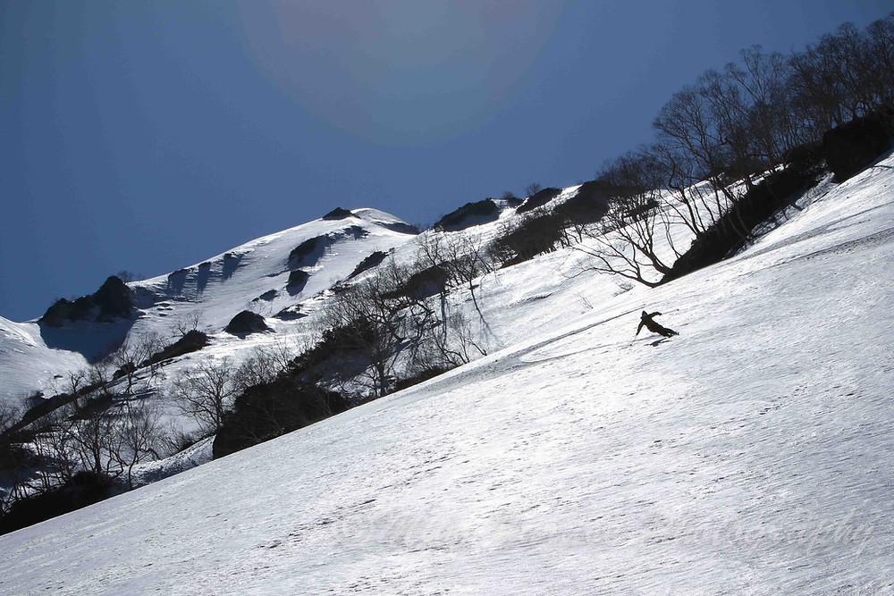 まだまだ滑れるGW明けの北アルプスにて  Skier: Kazuya Furuse
