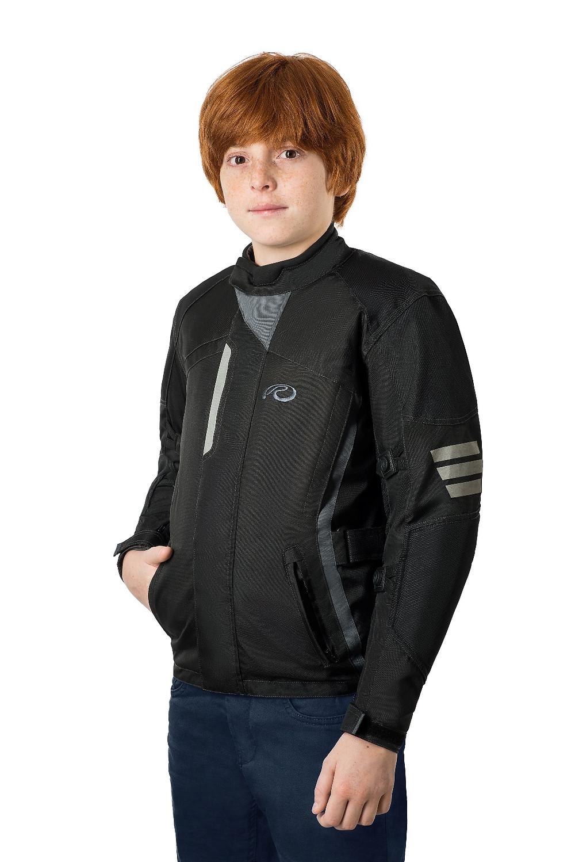 Garoto com jaqueta para moto