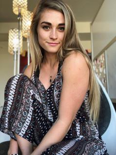 Micaela, 22