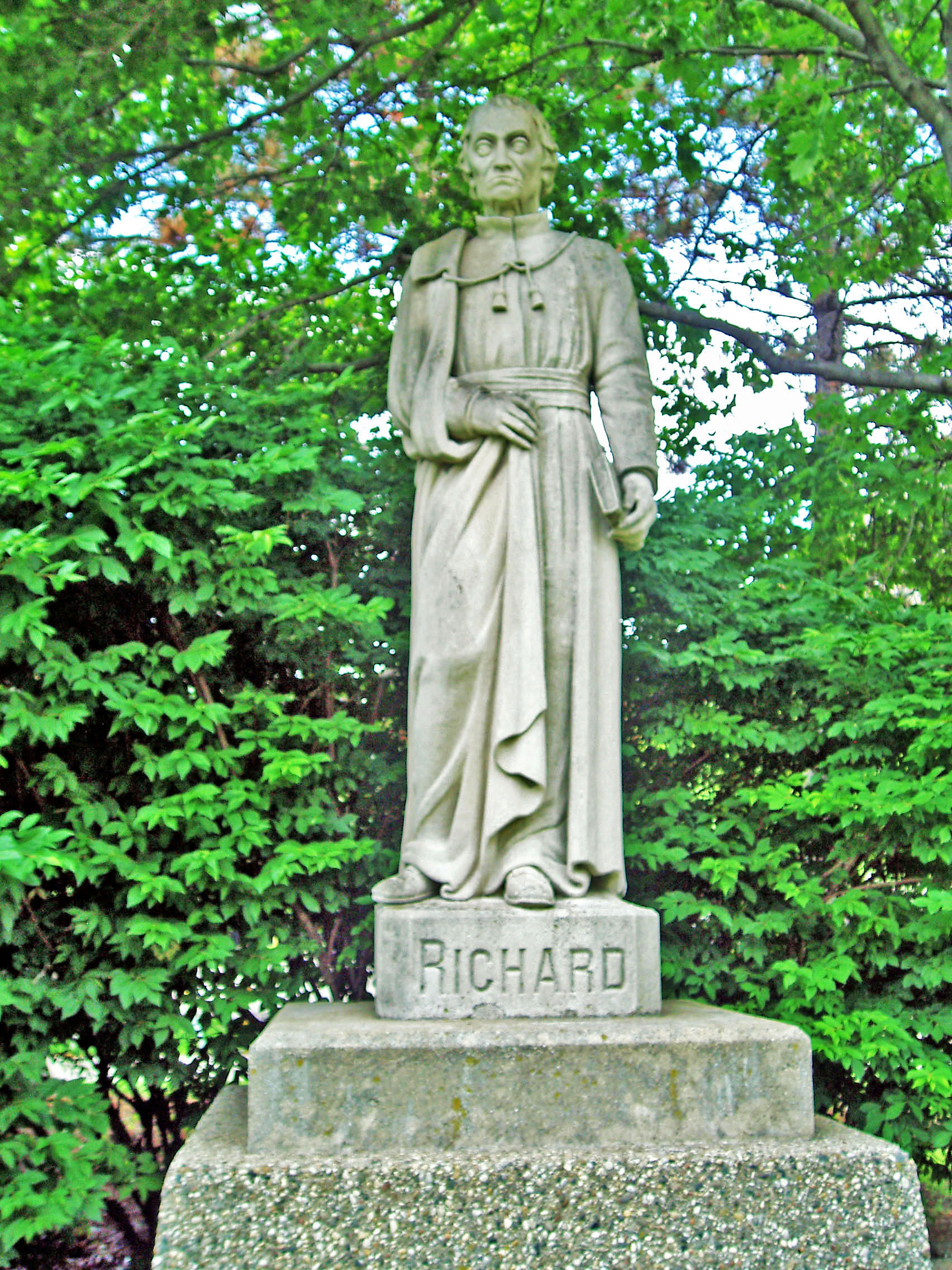 Statue of Father Richard