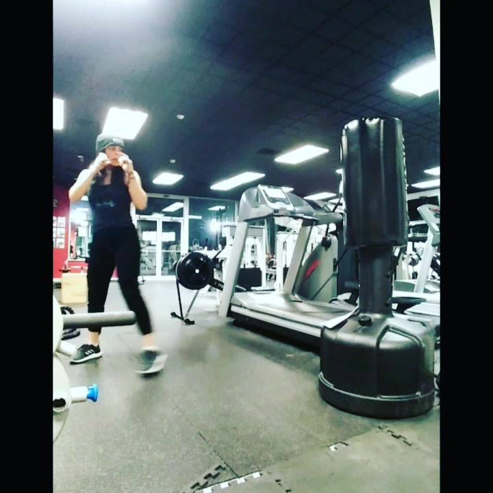 Practicing my side kick on the new bag.  Hellllllzzzzz yeaaAAaaaaaa!! @atr_fitness..#ididntfloodthejoint 😂  Connieleefitness.com  #century #boxing #sidekicks #roundhouse #frontkicks #letsgetem #itstime #levelup #newlevels #greater #trainer #personalt
