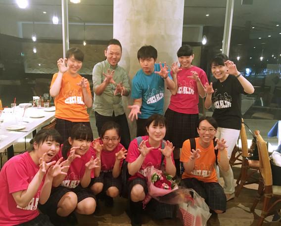 磐城高等学校合唱部のメンバー、顧問の山田涼子先生と。定期演奏会打ち上げ。  2016.7