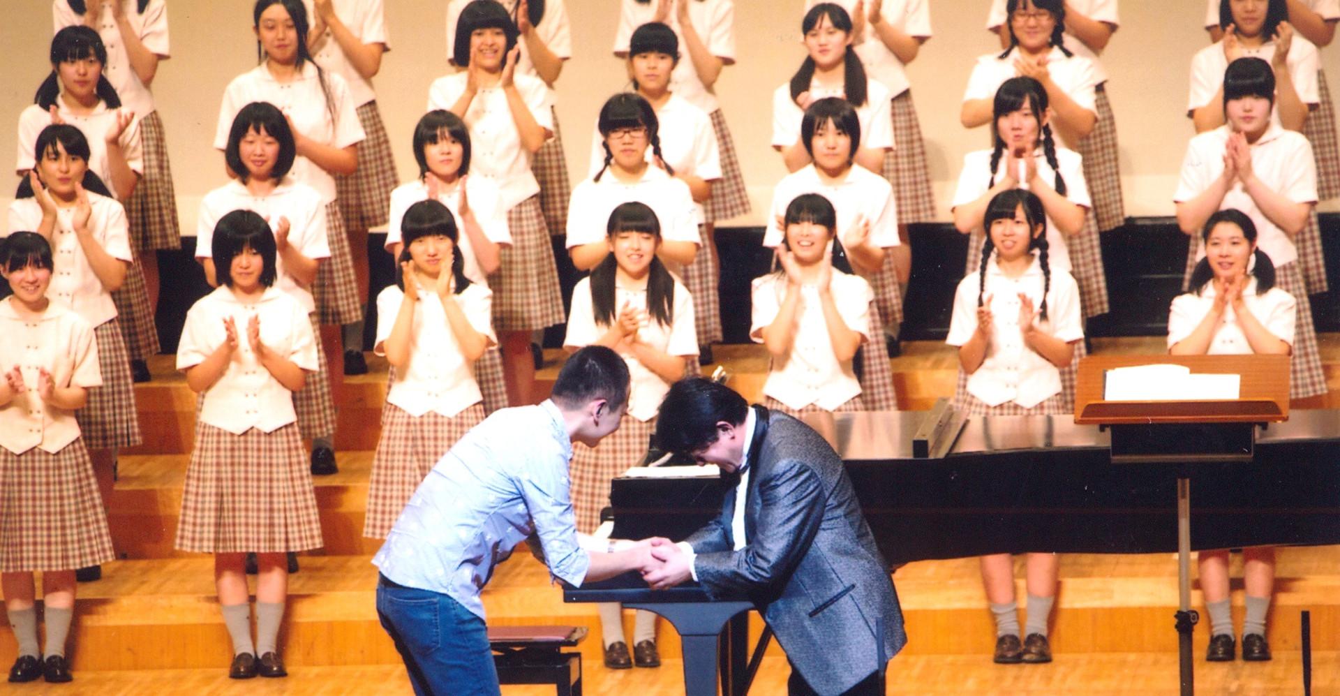 演奏後のステージで菅野正美先生(指揮)と。  2014.8 郡山高等学校定期演奏会
