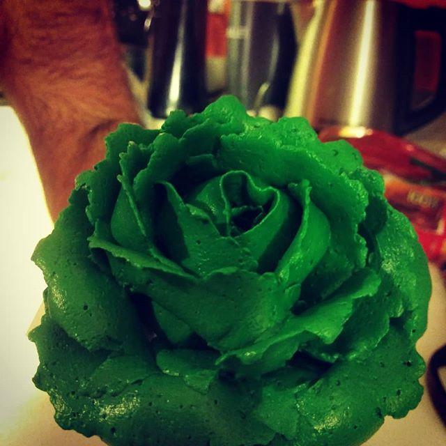Purrrrr....the perfect buttercream rose!